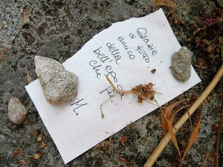 Bigliettino di ringraziamento sulla tomba di Proust